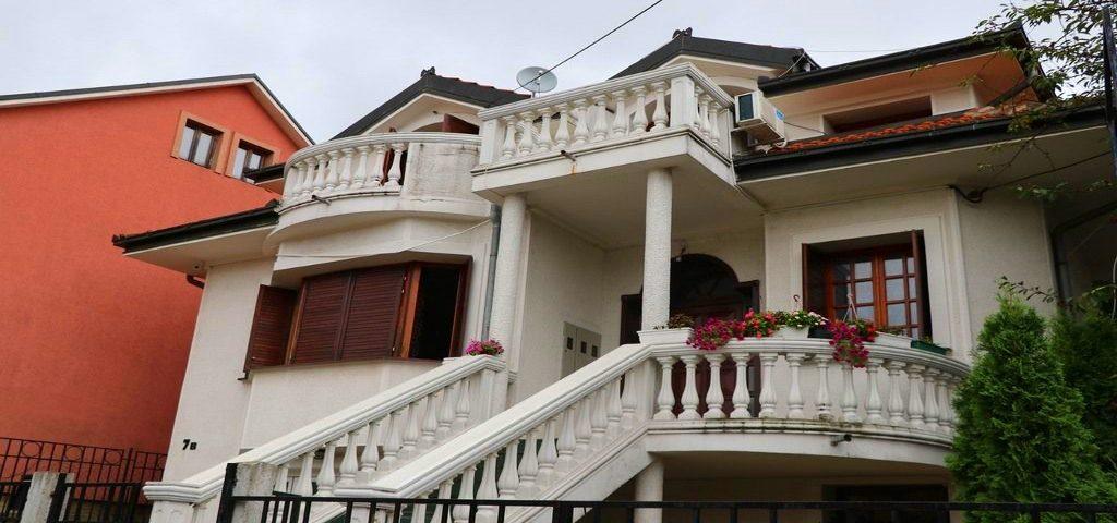 Dom za stare Bakina i dekina priča
